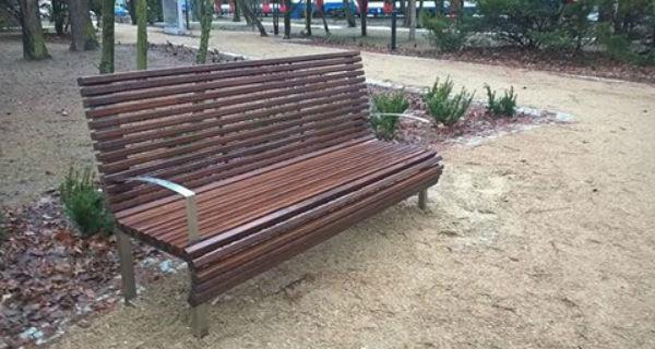 W Parku Przyjaźni uzupełniają małą architekturę - Grodzisk News