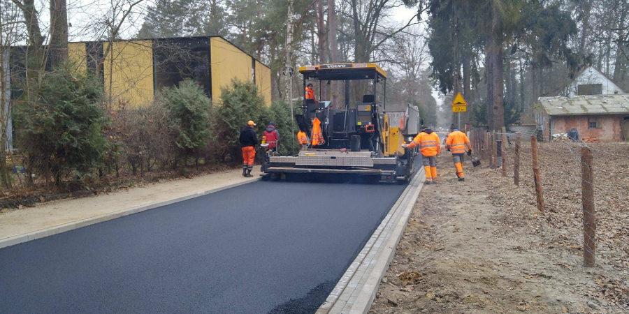 Nowy asfalt na Modrzewiowej - Grodzisk News