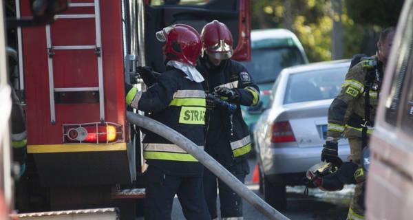 Pożar pustostanu, dach zapadł się do środka - Grodzisk News