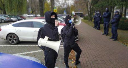Trwają protesty przed grodziską komendą [FOTO] - Grodzisk News