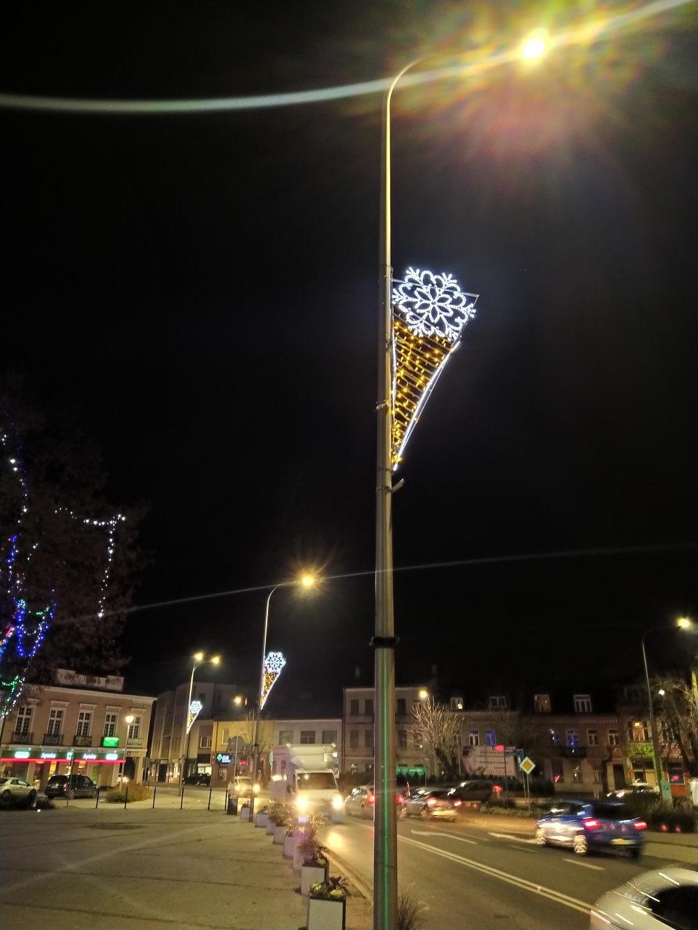Świąteczne iluminacje znów zdobią miasto - foto: GrodziskNews