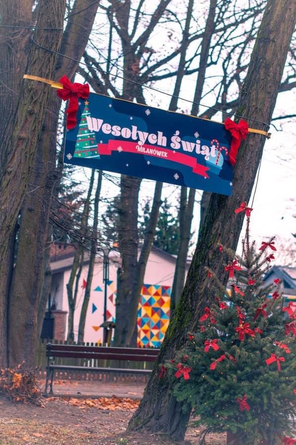 """Świąteczne miasteczko """"wyrosło"""" w Milanówku. Zobacz zdjęcia - foto: Facebook/Milanowskie Centrum Kultury"""