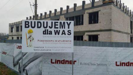 Szczęsne. Będzie droga do nowej szkoły i przebudowa skrzyżowania z ul. Orlą - Grodzisk News
