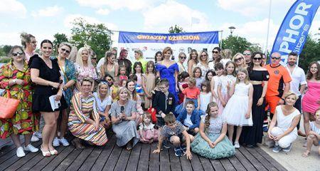 """Barwny pokaz mody z gwiazdami na """"Walca"""". Zobacz zdjęcia - Grodzisk News"""