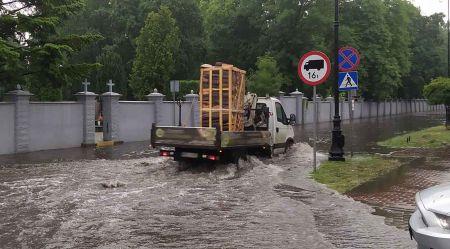 Grodziska ulica Montwiłła pod wodą [FOTO] - Grodzisk News