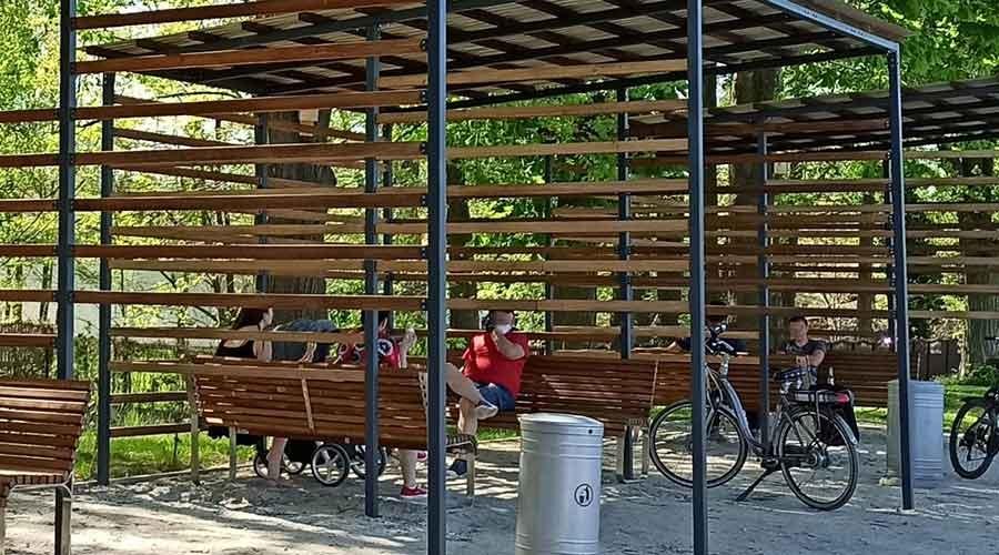 Wiaty z Wi-Fi, ładowarkami i rowerami stacjonarnymi na Walca - Grodzisk News