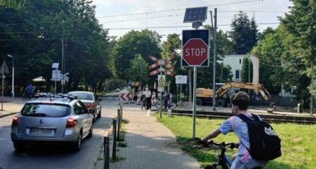 Aktywne znaki STOP na przejeździe WKD w Podkowie - Grodzisk News