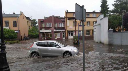 Grodzisk remontuje kanał deszczowy. Koniec zalewania ul. Montwiłła? - Grodzisk News