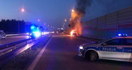 Grodziski policjant w dniu wolnym pomógł rodzinie uciec z płonącego auta - Grodzisk News