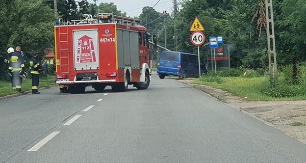 Kolizja w Książenicach. Kierowca uderzył w słup [FOTO] - Grodzisk News