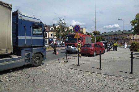 Zderzenie osobówki z ciężarówką w Grodzisku [FOTO] - Grodzisk News