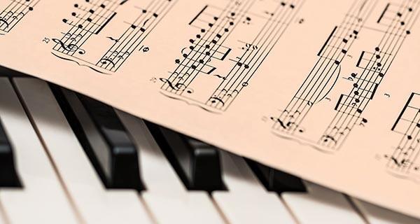 Nowa Stacja muzycznie. Koncert znakomitego pianisty jazzowego Łukasza Ojdany w Pruszkowie - Grodzisk News