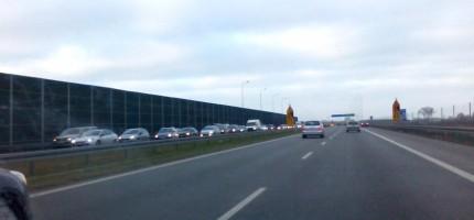 Duży korek na autostradzie