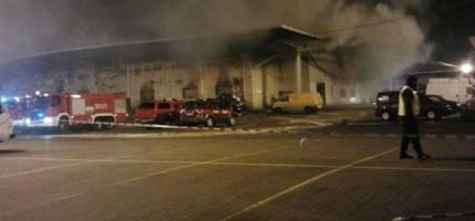 Duży pożar hali w Broniszach