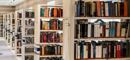 """Oddaj swą pociechę na """"nocowanki"""" w bibliotece"""