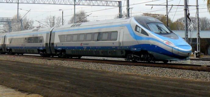 Człowiek zginął pod kołami pociągu. Utrudnienia na kolei