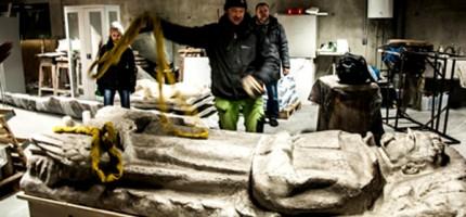 Sarkofag Piłsudskiego z Milanówka do ASP