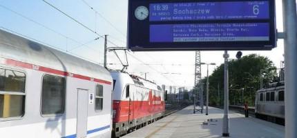 """Informacja pasażerska dla """"dużej"""" kolei w zawieszeniu"""