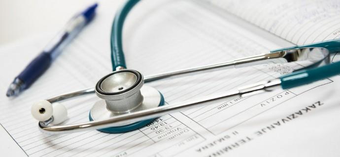 Cztery osoby w szpitalu z podejrzeniem COVID-19. Najnowszy raport grodziskiego sanepidu