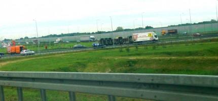 Duże utrudnienia przy zjeździe na autostradę