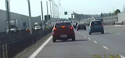 Uciekał przed policją. Jechał ponad 220 km/h