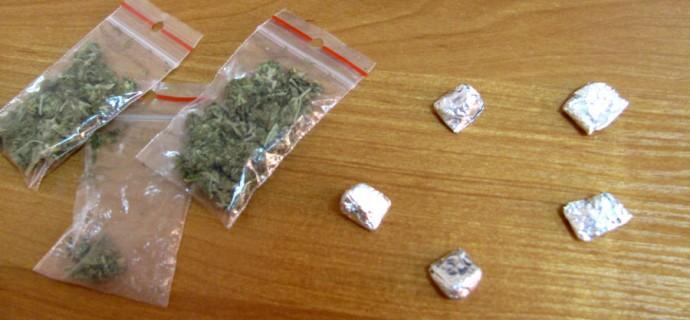 Pięciu zatrzymanych z narkotykami