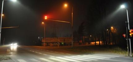 Lampy LED-owe oświetlają drogę 719