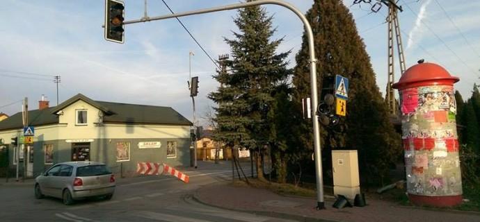 Uszkodzony sygnalizator na krzyżówce w Łąkach