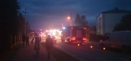 Pożar warsztatu w Jaktorowie. Ogień zagrażał mieszkańcom