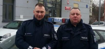 Policjanci uratowali małżeństwo z pożaru