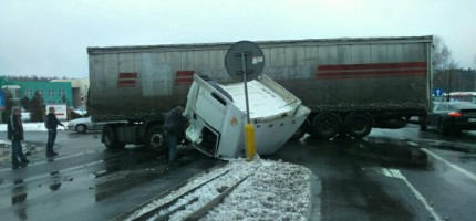 Zderzenie dwóch ciężarówek na katowickiej. Trasa była zablokowana