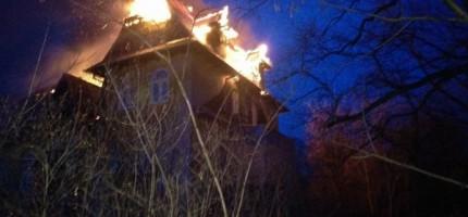 Miesiąc po pożarach w MIlanówku – co dalej z ludźmi i zabytkową willą?