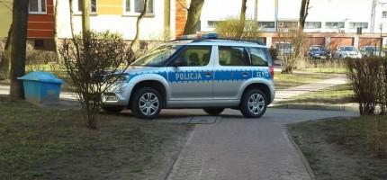 Nieprzepisowo zaparkowali radiowóz. Policja wyjaśnia dlaczego
