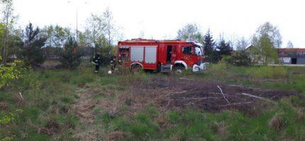 Pożar trawy tuż przy trasie katowickiej. Spłonęły trzy hektary [FOTO]