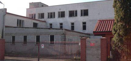 Kiedy z Harcerskiej zniknie stara fabryka?
