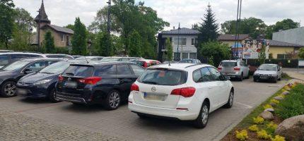 """Kolejni """"mistrzowie"""" parkowania, czyli jak nie należy tego robić"""