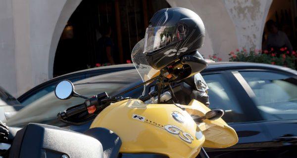 Sezon motocyklowy w pełni. Policjanci apelują o rozwagę