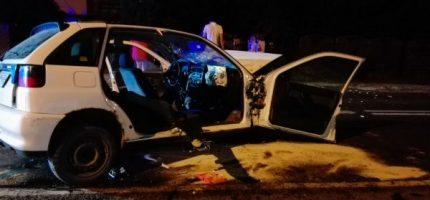 Wypadek na drodze 579. Dwie osoby zakleszczone w aucie