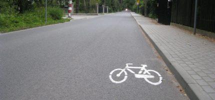 W Podkowie wyznaczają pasy drogowe zalecane dla rowerzystów