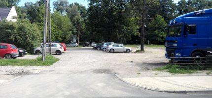 """""""Nieformalny"""" parking potrzebuje naprawy nawierzchni"""