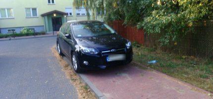 """""""Mistrzowie parkowania"""" opanowali chodniki"""