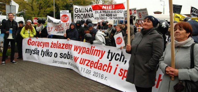 Protest przed siedzibą PiS ws. 400 kV