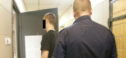 Rozbój w Grodzisku. 23-latek groził ekspedientce nożem