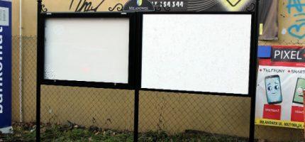 Nowe tablice i gabloty ogłoszeniowe współgrają z estetyką miasta?