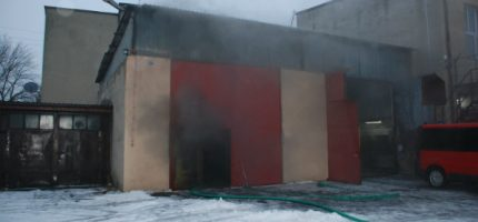 Pożar garażu grodziskiej OSP, czyli ćwiczenia strażaków [FOTO]