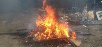Grodziszczanin ukarany za palenie odpadów wielkogabarytowych [FOTO]