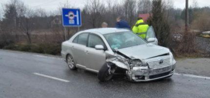 Groźny wypadek w Józefinie. Dwie osoby w szpitalu