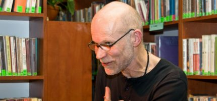 Spotkanie z Jackiem Hugo-Baderem w grodziskiej poczekalni PKP
