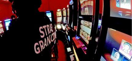 Nalot na nielegalne kasyna w Wólce Kosowskiej [FOTO, WIDEO]