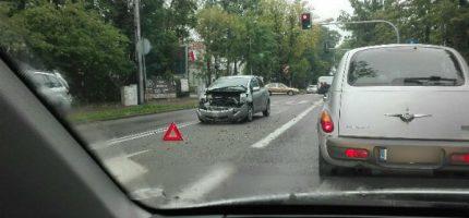 Zderzenie osobówki z autobusem w Grodzisku [FOTO]